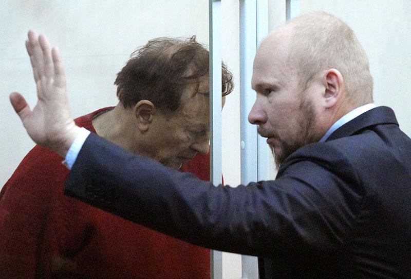 Избрание меры пресечения подозреваемому Олегу Соколову. Справа - адвокат Александр Почуев