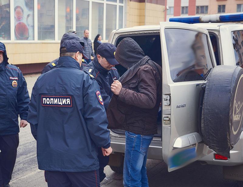 Полиция во время задержания подозреваемого