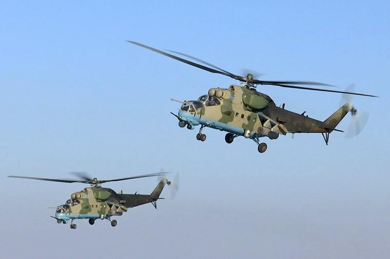 Военные вертолёты осуществляют патрулирование в Сирии
