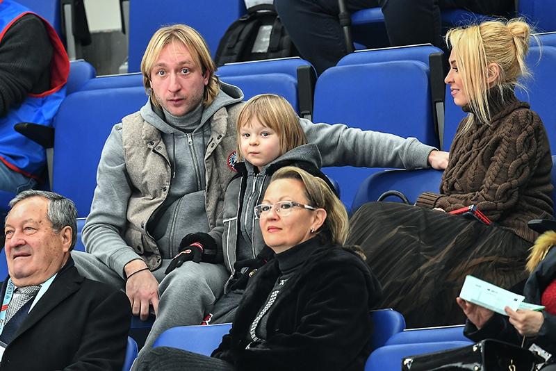 Евгений Плющенко с супругой Яной Рудковской и сыном Александром