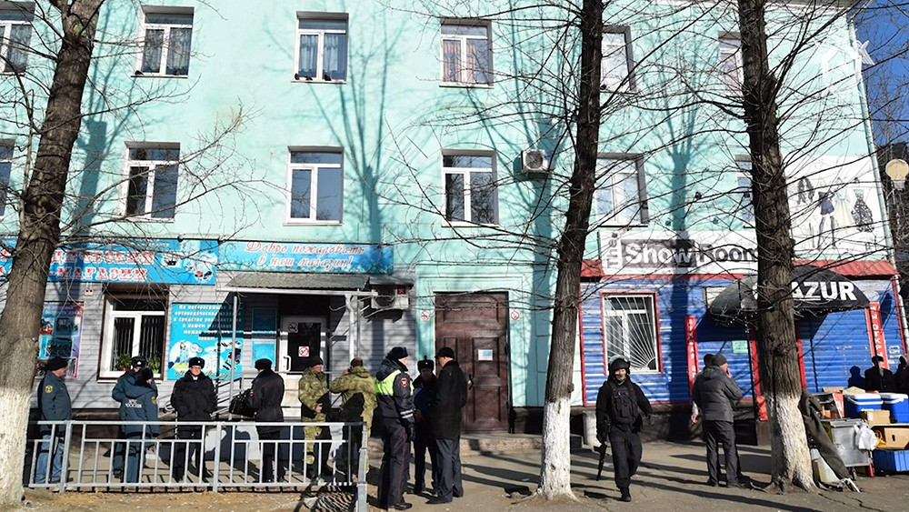 Полиция на месте стрельбы в Благовещенске