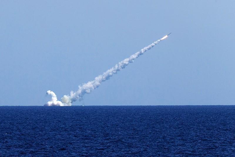 """Запуск крылатых ракет """"Калибр"""""""