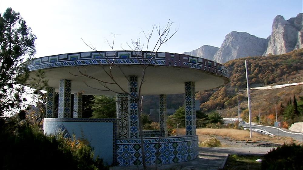 Мозаичная автобусная остановка в Крыму