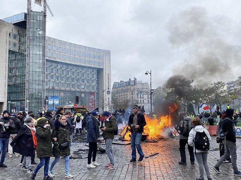 """Протестные акции """"желтых жилетов"""" во Франции"""