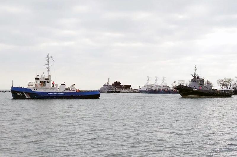 """Украинские катера """"Бердянск"""", """"Никополь"""" и буксир """"Яны Капу"""""""