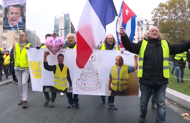 """""""Желтые жилеты"""" отмечают годовщину протеста в Париже"""
