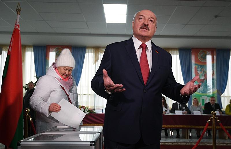 Александр Лукашенко дает интервью на выборах депутатов Палаты представителей Национального собрания