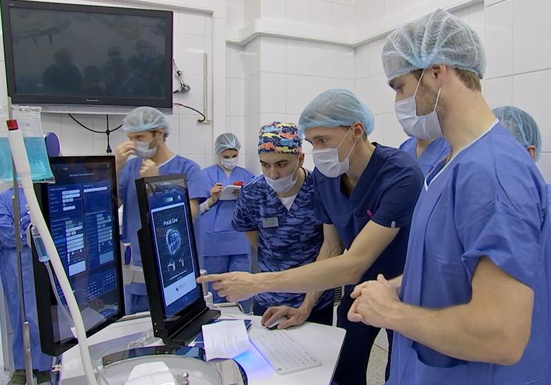 Врачи проводят уникальную операцию