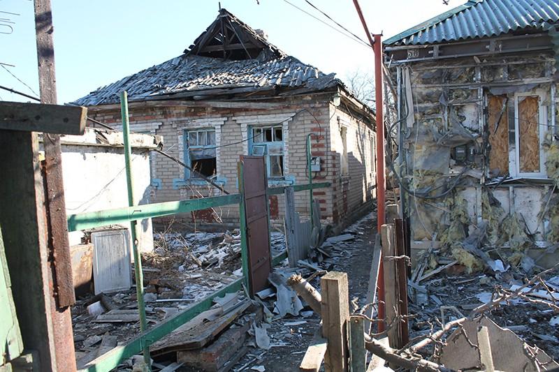 Разрушенные частные дома на Донбассе