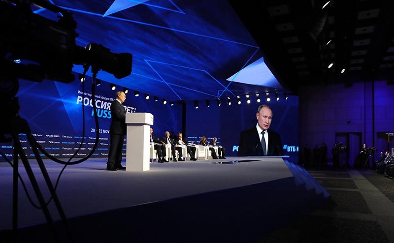 """Владимир Путин на пленарной сессии 11-го ежегодного инвестиционного форума ВТБ Капитал """"Россия зовёт!"""""""