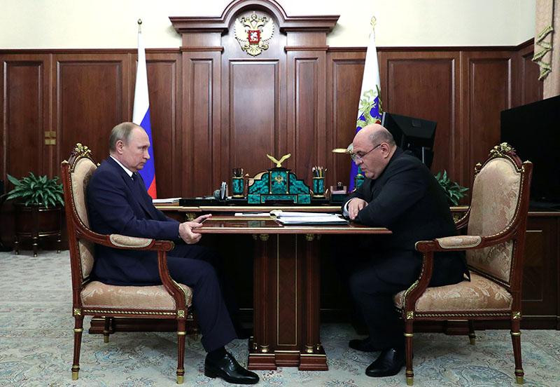 Владимир Путин и руководитель ФНС России Михаил Мишустин