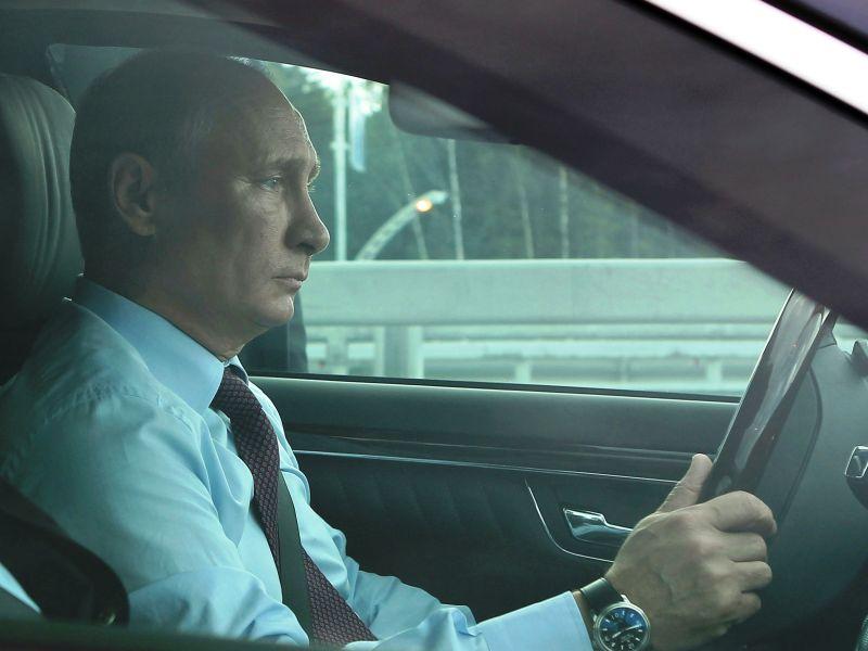 Владимир Путин за рулем