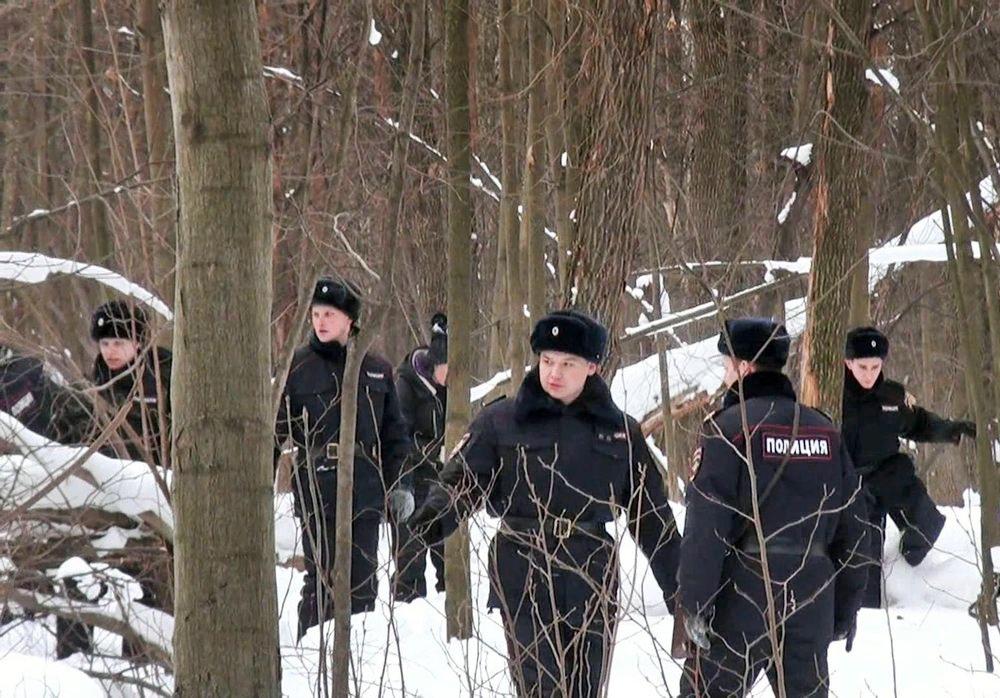 Поисковая операция полиции в лесу