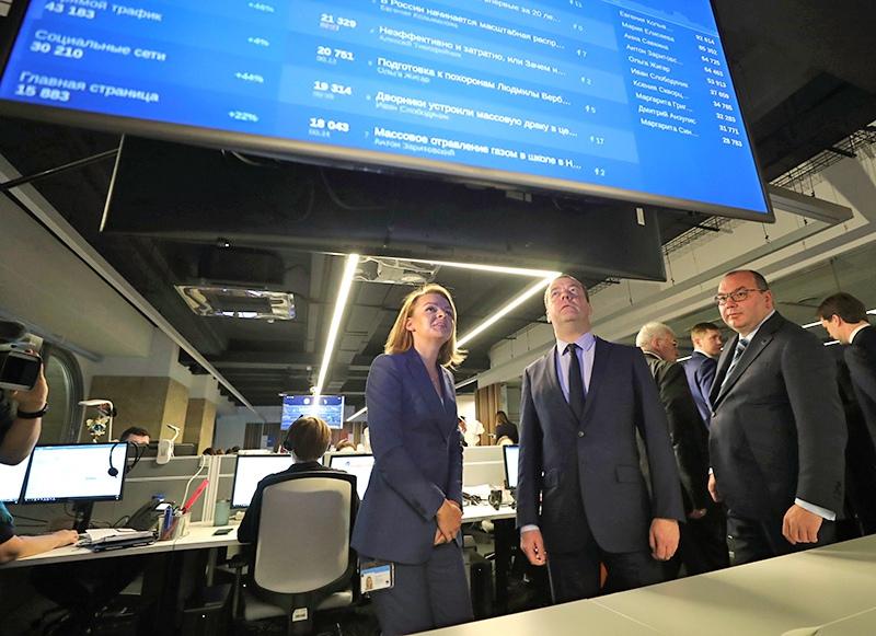 Дмитрий Медведев во время посещения информационного агентства ТАСС