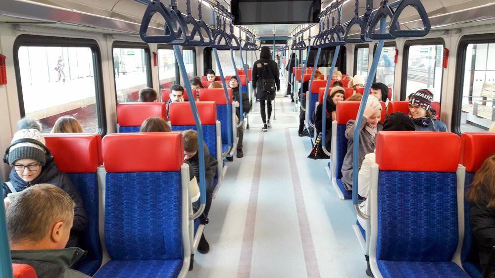 Пассажиры в поезде МЦД