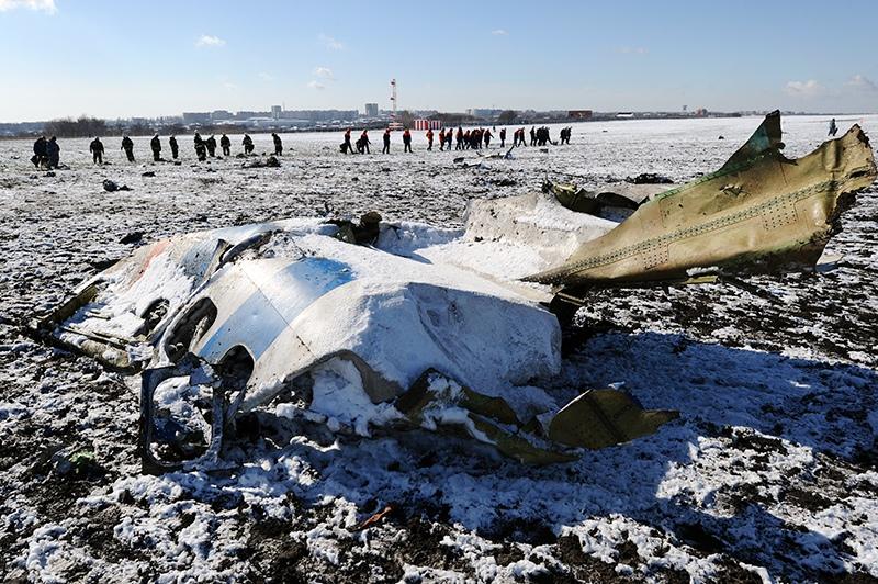 На месте крушения пассажирского самолета Boeing-737-800 в Ростова-на-Дону