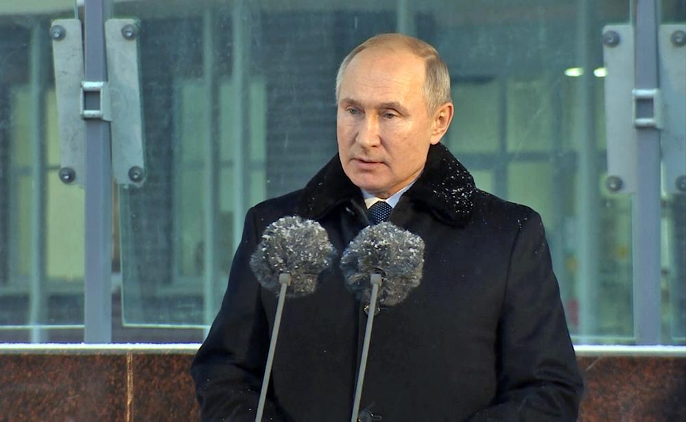 Владимир Путин на открытии памятника Даниилу Гранину