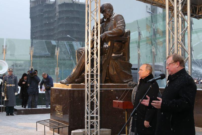 Открытие памятника Даниилу Гранину