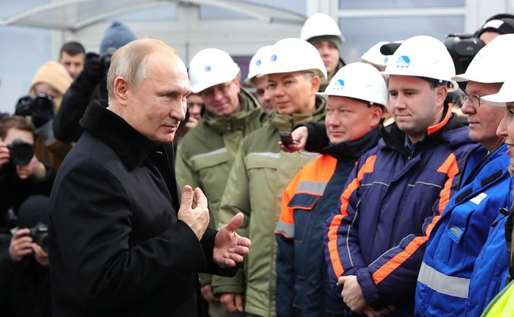 Владимир Путин на церемонии открытия платной трассы М-11 Москва - Санкт-Петербург