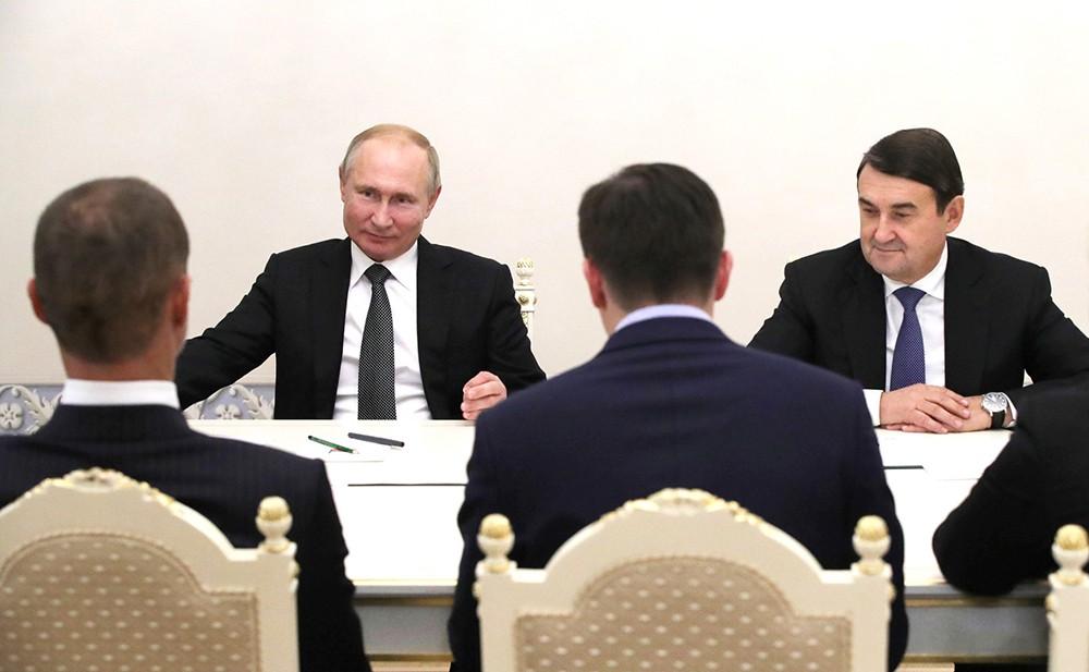 Владимир Путин и президент Союза европейских футбольных ассоциаций (УЕФА) Александер Чеферин