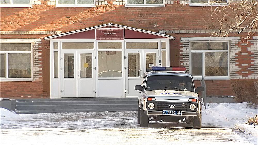 Полиция у школы
