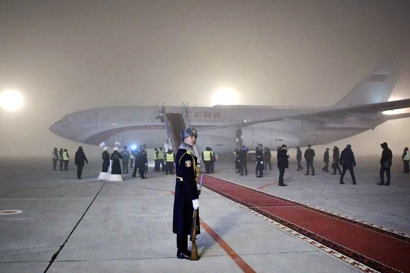 Ил-96 с президентом на борту в аэропорту Бишкека