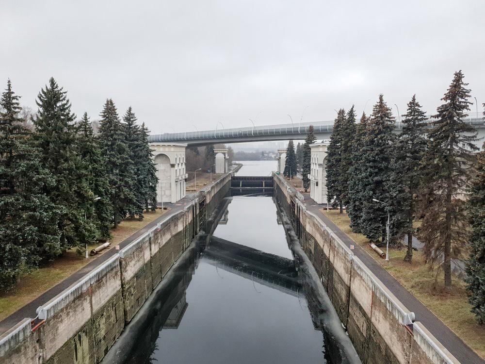 Балочный мост над каналом им. Москвы