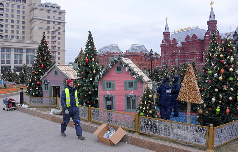 """Подготовка декораций к фестивалю """"Путешествие в Рождество"""""""
