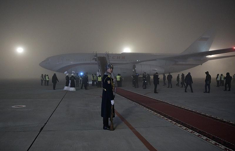 Самолет президента России Владимира Путина в аэропорту Бишкека