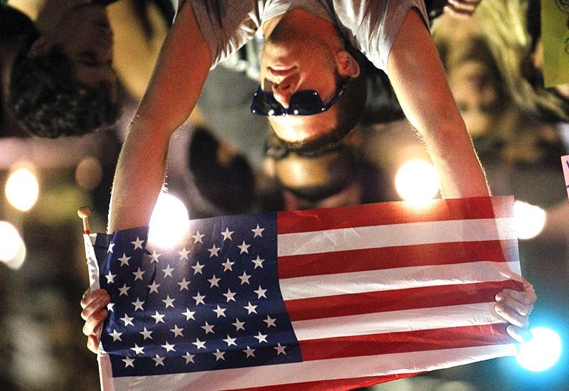 Мужчина с флагом США
