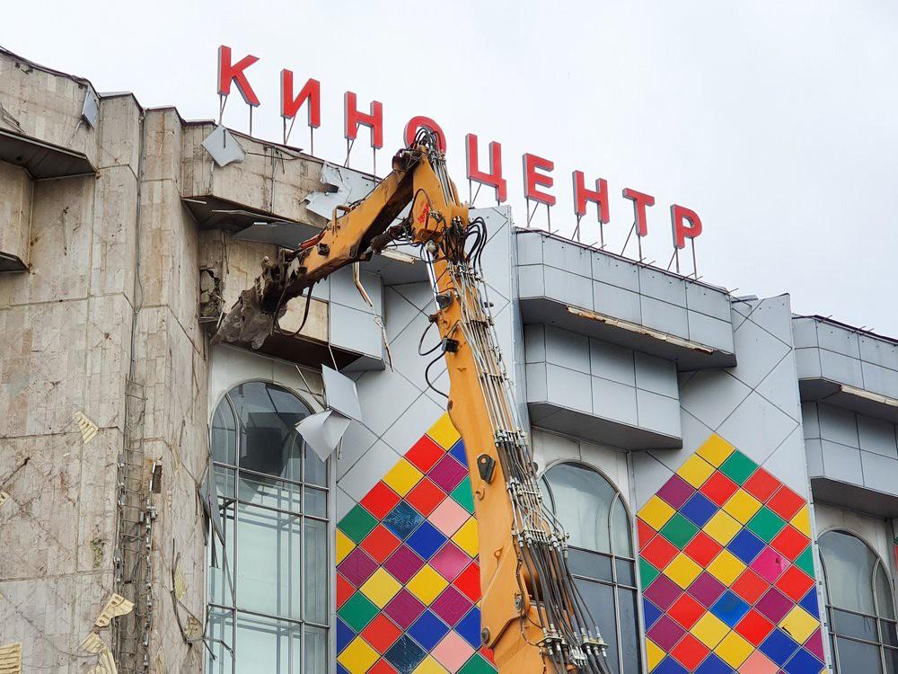 """Демонтаж здания киноцентра """"Соловей"""""""