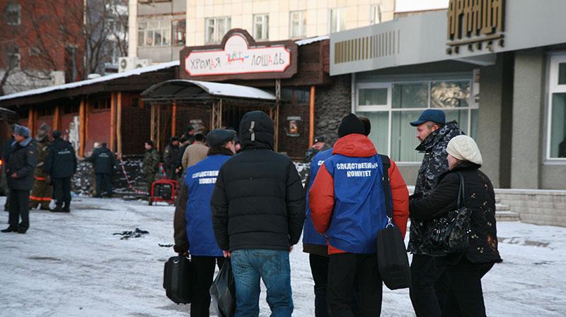 """Около кафе-клуба """"Хромая лошадь"""", где произошел пожар"""
