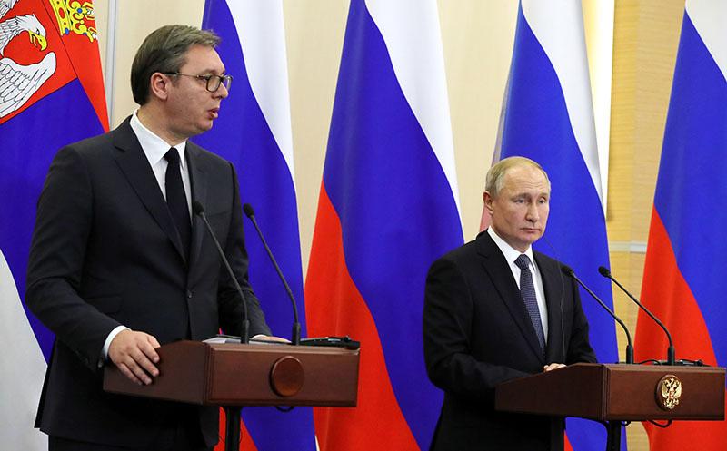 Владимир Путин и президент Сербии Александр Вучич во время встречи