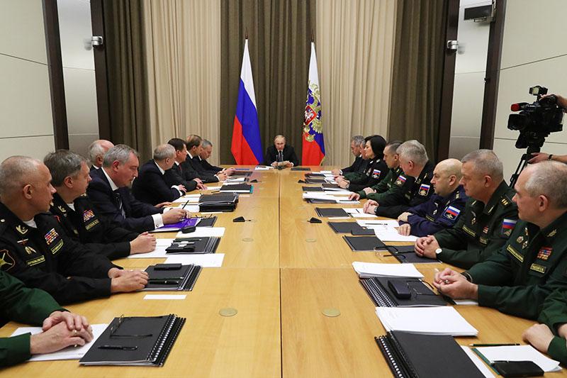 Владимир Путин проводит очередное совещание с руководством министерства обороны