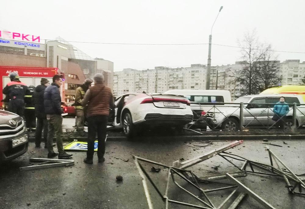 ДТП с участием 13 автомобилей в Петербурге