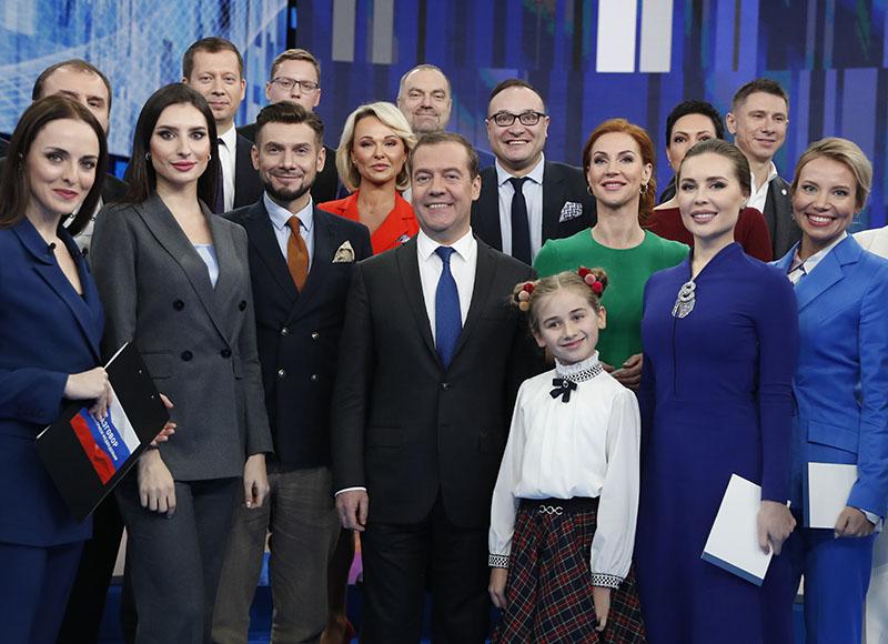 Дмитрий Медведев после интервью российским телеканалам