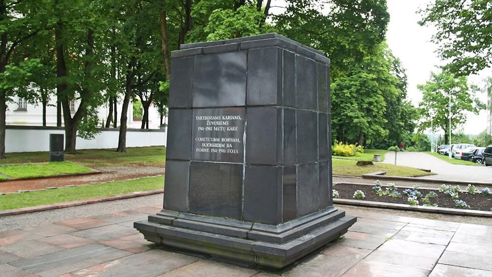 Монумент советским воинам в Литве