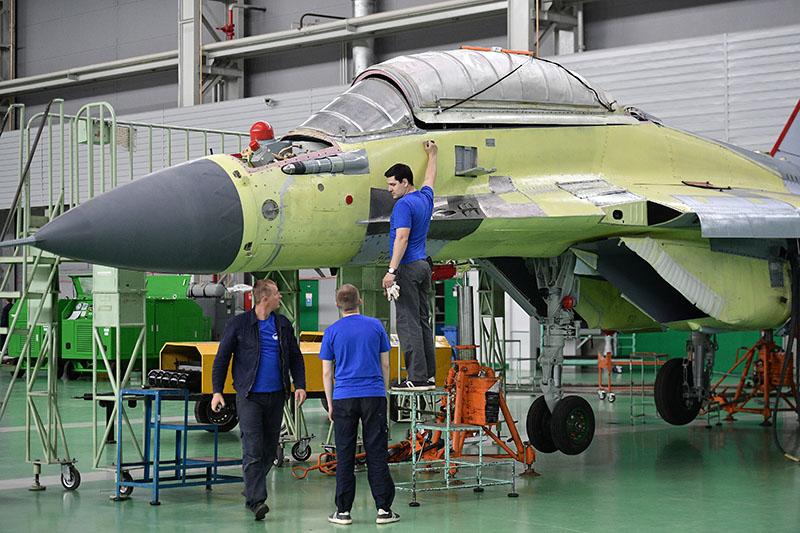 В цехе сборки многоцелевых истребителей МиГ-29