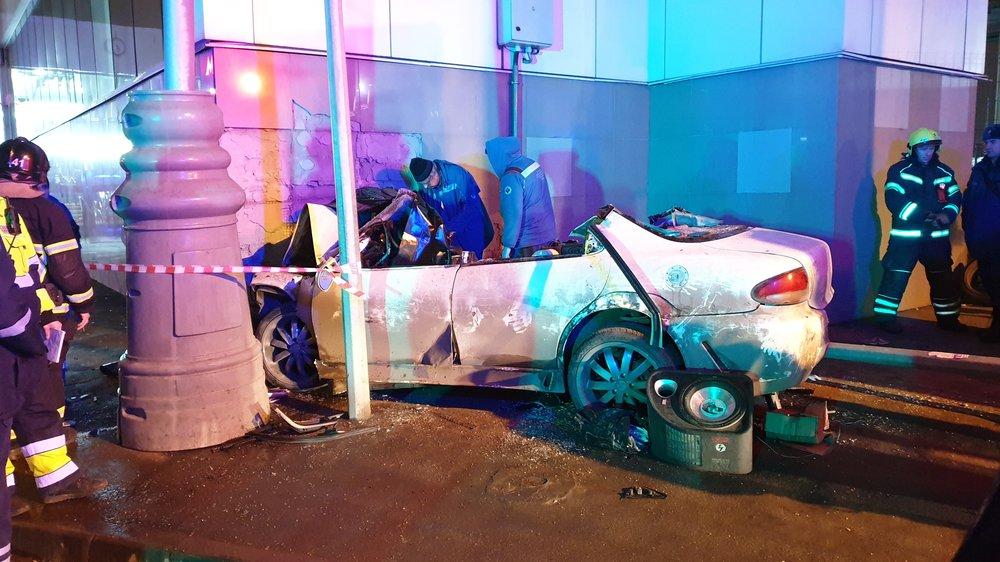 Последствия ДТП в Локомотивном проезде, где автомобиль насмерть сбил трех пешеходов
