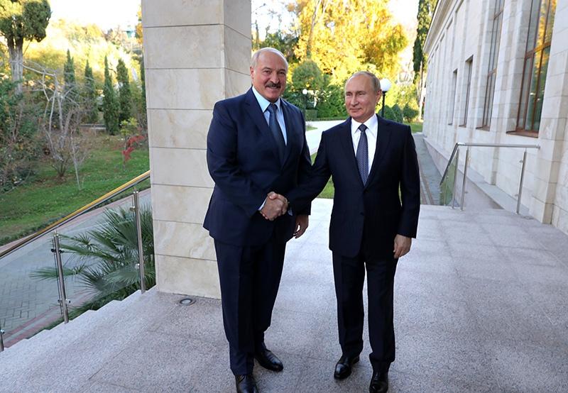 Владимир Путин во время встречи с президентом Белоруссии Александром Лукашенко