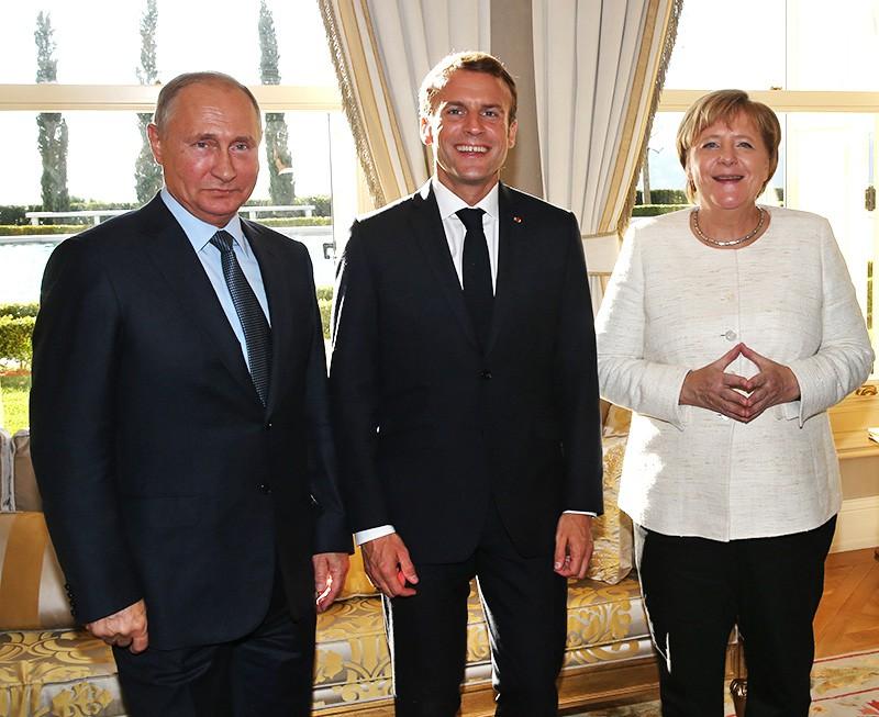 Владимир Путин, Эммануэль Макрон и Ангела Меркель