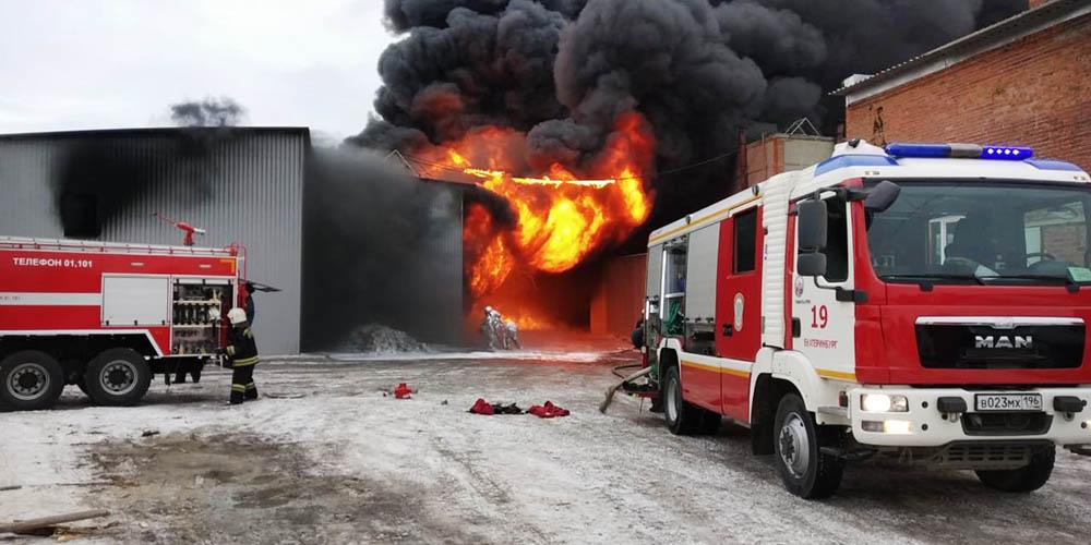 Пожар в промзоне в Екатеринбурге