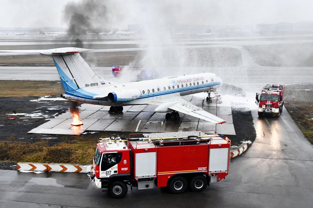 Учения по тушению самолета