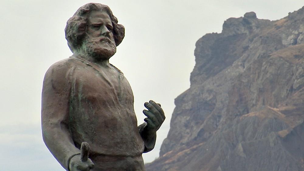 Памятник Максимилиану Волошину в Коктебеле