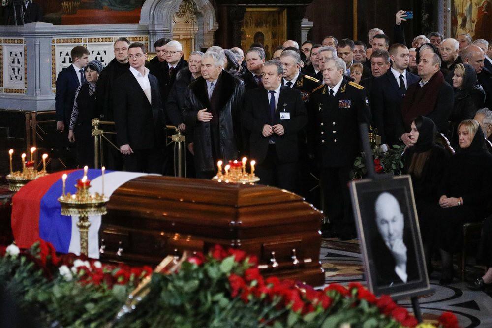 Церемония прощания с Юрием Лужковым