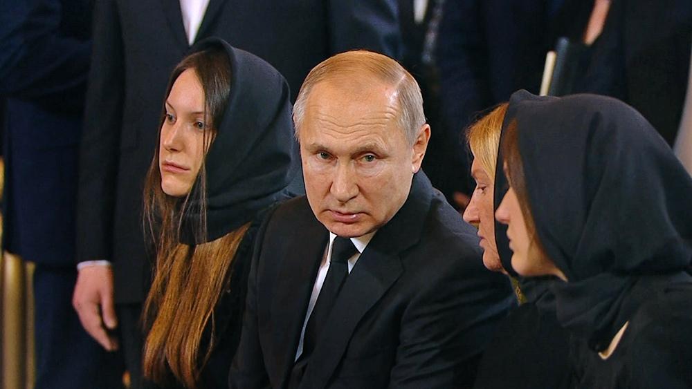 Владимир Путин на церемонии прощания с Юрием Лужковым