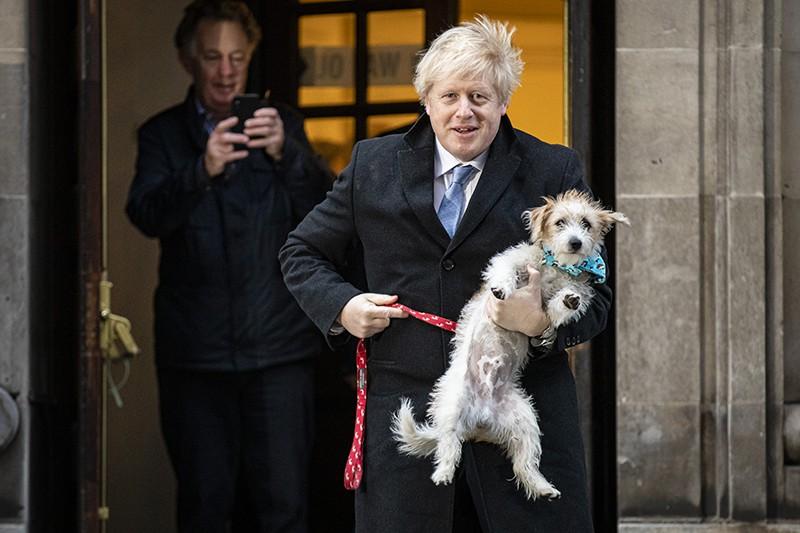 Борис Джонсон пришел с собакой