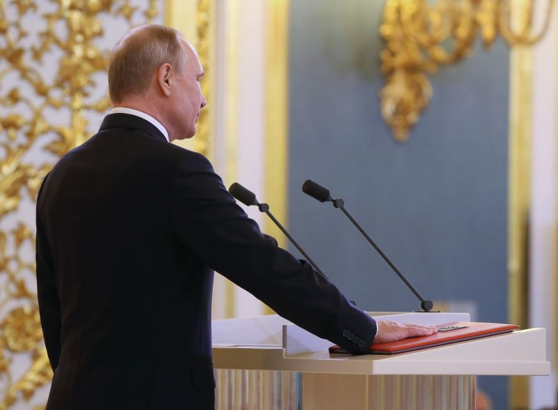 Владимир Путин и конституция