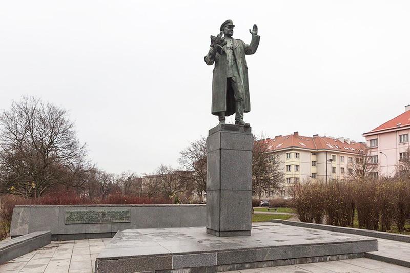 Памятник маршалу Коневу