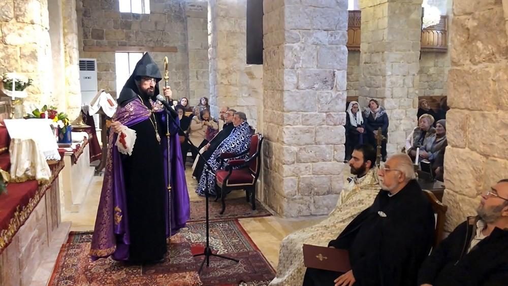 Служба в армянском храме
